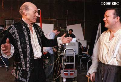 �2005 BBC, Patrick Stewart and Rickey Gervais on the set of 'Extras'